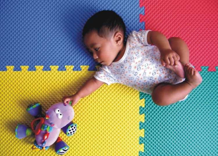 baby developmental milestones month by month