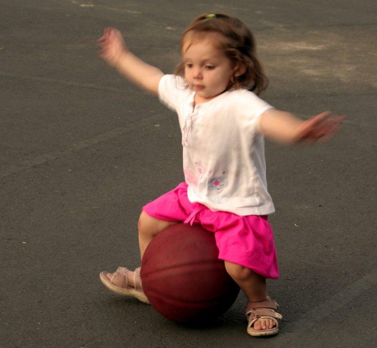 toddler balancing milestones