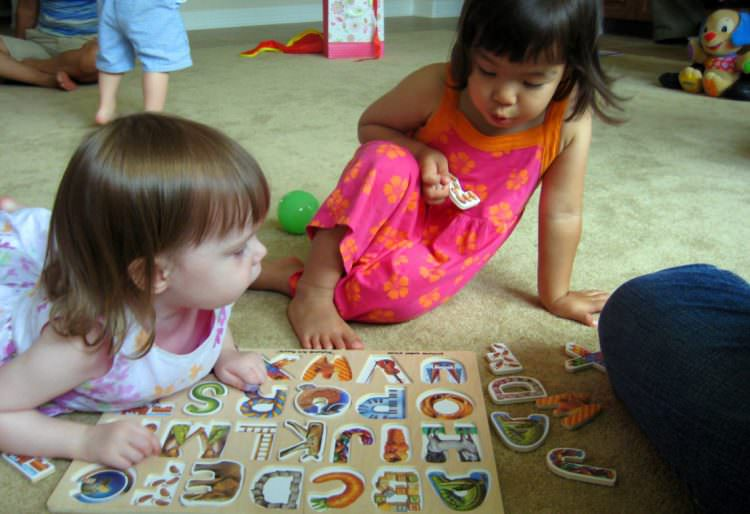 Toddlers Learning Vocabulary from Playing Puzzles