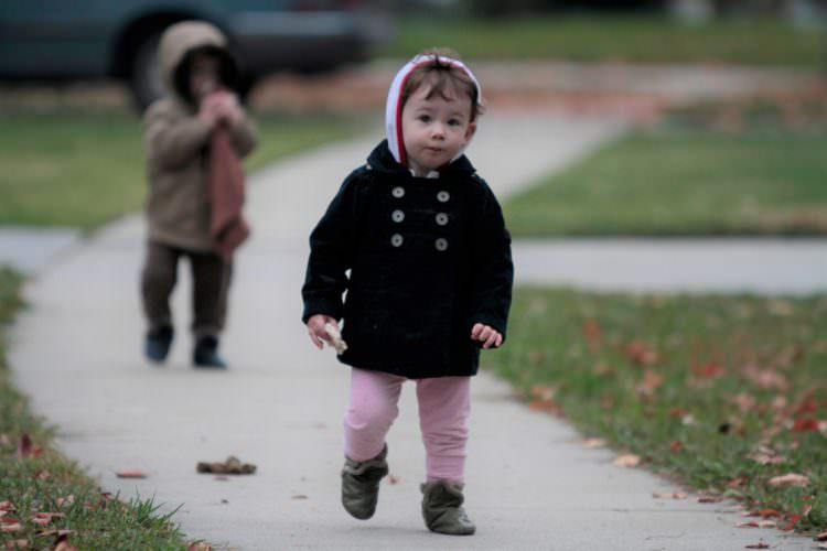 baby walking developmental milestone
