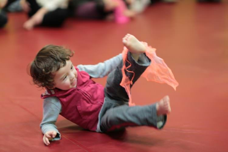 toddler walking developmental milestones